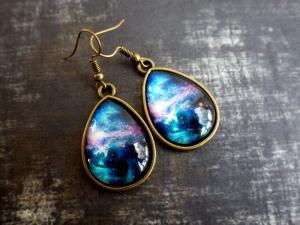 Galaxie - Ohrhänger Ohrringe mit Brisuren und tropfenförmigem Cabochon Astronomie Weltall