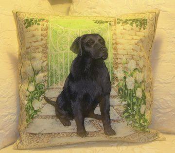 Kissenbezug / Kissenhülle mit Labrador vor Garteneingang