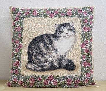 Kissenbezug / Kissenhülle mit Fluffy Cat im Rosenrahmen