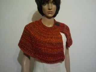 Gestrickter Schalkragen oder Kurzcape in Orange/Braun