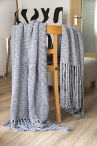 Strickdecke   Blanket : White waves and black rocks