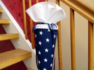 Schultüte aus Stoff mit großen Sternen in blau - weiß