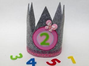 Süße Geburtstagskrone Krone für Mädchen in grau und rosa mit Schmetterling