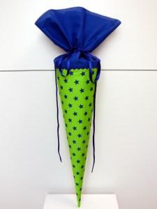 Schultüte aus Stoff in hellgrün und königsblau mit Sternen für Jungen