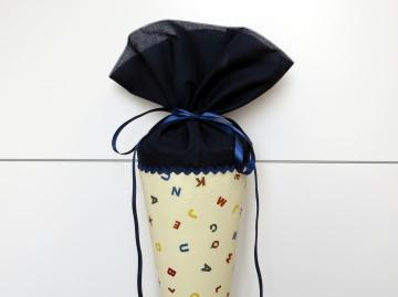 Schultüte aus Stoff in hellbeige und dunkelblau mit ABC für Jungen  und Mädchen