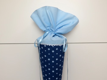 Schultüte aus Stoff in blau mit hellblauen Sternen für Mädchen und Jungen