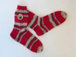 Handgestrickte Wollsocken in Größe 38 / 39 in rot, grau und natur