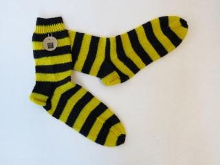 Handgestrickte Wollsocken in Größe 44 / 45 in gelb und schwarz