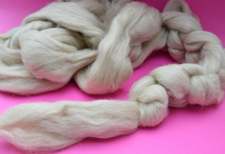 100g Südamerikanische Schurwolle (Brazil) Sandfarben im Kammzug zum Spinnen, Filzen, Basteln.. - Handarbeit kaufen