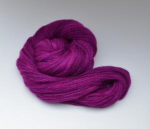 Merino Sockyarn striped  - 4 fädig - handgefärbt - LL 420/100g - Color: Berry Crash No. 04
