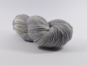 150 g Merino Sockyarn Base -  6 fädige Sockenwolle - handgefärbt - LL420 Meter -  Color: PolarFox - Handarbeit kaufen