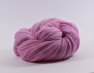 150 g Merino Sockyarn Base -  6 fädige Sockenwolle - handgefärbt - LL420 Meter -  Color: Old Pink No. 02 - Handarbeit kaufen