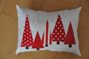 Weihnachtliches Kissen Tannenbäume, Dekokissen, Sofakissen, Kuschelkissen  - Handarbeit kaufen