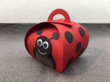 Geschenkschachtel Marienkäfer aus rotem Fotokarton  mit süßem Gesicht (Kopie id: 31266)