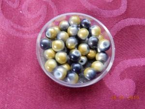 Kleine gelb-graue Glasperlen zur Schmuckherstellung