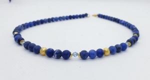 Intensivblaue, handgefertigte Kette aus 6 mm großem Sodalith mit Kristall und goldenen Elementen - Handarbeit kaufen