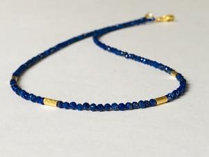 Königsblaue Lapislazuli Kette aus 2 mm großem, facettiertem Lapislazuli mit Gold - Handarbeit kaufen
