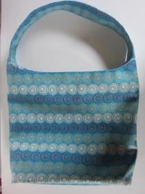 CIRCULO  Schöne , verschließbare und  geräumige Schultertasche aus Gobelin in Blautönen mit  - Handarbeit kaufen