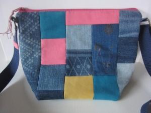 NANNI Schöne kunterbunte Umhängetasche aus vielen verschiedenen Jeansresten mit einem Innenfutter aus einem abgelegten Herrenhemd - Handarbeit kaufen