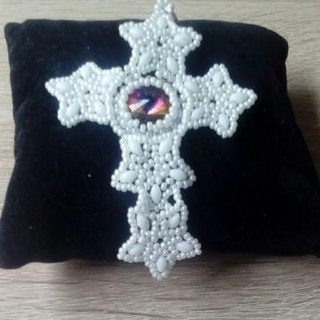 Kreuzanhänger mit Stein