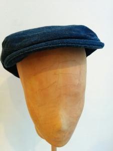 Schirmmütze, gefertigt aus einerJeans, auch innen besonders schön mit dem bunten Baumwollfutter