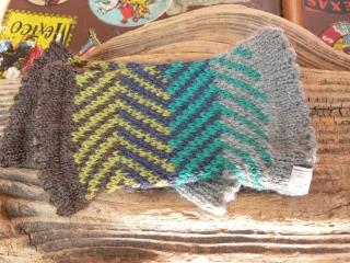 Pulswärmer aus Wolle mit Fischgradmuster, handgestrickt