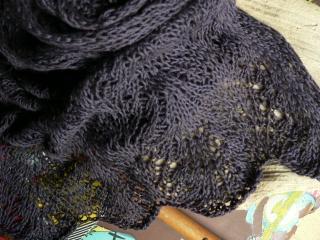 Strickschal mit eingestricktem Muster, kuscheligweich aus Baumwoll/Woll Mischung