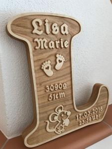 Buchstabe aus Massivholz (Piemont Kirsche) als Geschenk zur Geburt oder Taufe bestellen