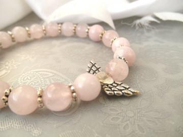 Handgemachtes Armband mit Schutzengel Rosenquarz