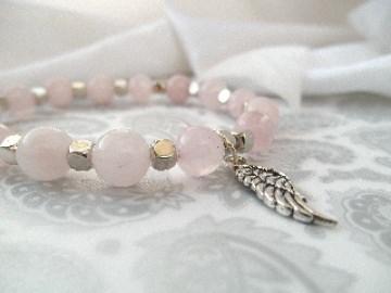 Handgemachtes Armband mit Engelsflügel Rosenquarz