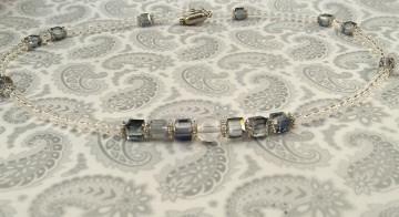 Handgemachte Halskette mit Würfelperlen