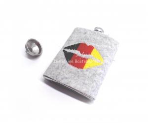 Flachmann Hülle grau mit besticktem Mund, Wollfilzhülle - Handarbeit kaufen