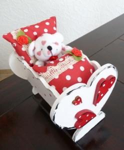 Puppenbett mit Bettwäsche Holz 16x13x13 cm Handarbeit