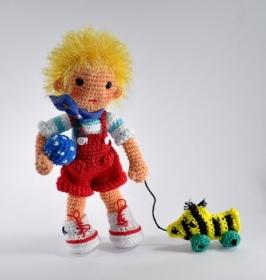 Puppe Dennis Amigurumi Häkelanleitung - Handarbeit kaufen