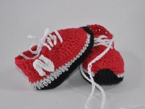 Baby-Sportschuhe Turnschuhe gehäkelt - Handarbeit kaufen