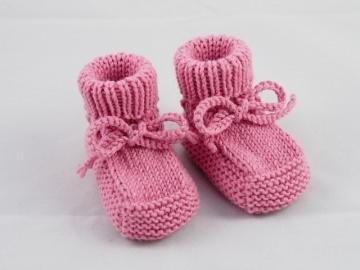 rosa Babyschuhe 0-3 Monate Booties aus Wolle von Hand gestrickt für kleine Mädchen - Handarbeit kaufen