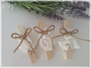 3er Set Wäscheklammern, Klammer mit handgehäkelter Blume und Spitzenband  im Shabby-Chic weiss