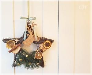 Weihnachtlicher Türkranz Stern 30 cm aus Weide
