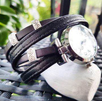 Perfekter Lock und passt zu fast jedem Outfit - Absolutes Einzelstück - NEUE Collection - Ihr Sommer-Outfit am besten zusammen kombiniert mit meinem Wickelarmband & Uhr