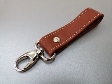 Schlüsselanhänger in Leder ohne Namen und Karabiner klein