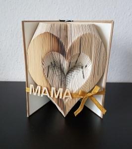Herz, gefaltetes Buch, Name nach Wunsch, Geburtstag