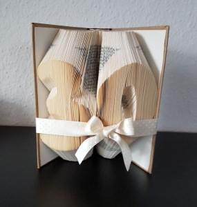 Zahl 30, gefaltetes Buch, Geburtstag, Geschenk