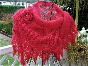 Lacetuch  *DAILY* in rot / gestricktes Schultertuch