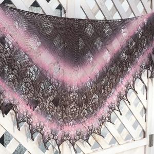 Lacetuch *LILLY* gestricktes Schultertuch im Farbverlauf grau/ braun/ rosa/ wollweiß