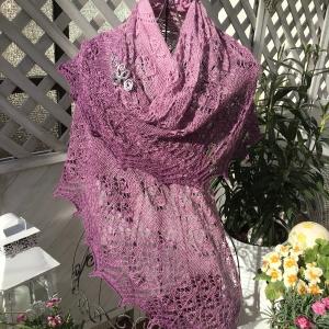 Lacetuch *ELLEN* im Farbverlauf gestricktes Schultertuch in rosa-cassis