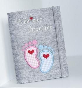 Bestickte Mutterpasshülle • Hülle Mutterpass • Baby Füße rosa blau • Filz grau