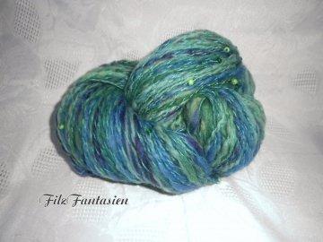 Artyarn, handgesponnene Merinowolle mit Perlen, 130g in Blau-Grün