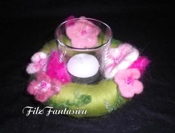 Gefilzter Blumenkranz mit Windlicht, Teelichthalter, Tischkranz