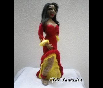 Filzfigur Tänzerin, gefilzte Figur, Skulptur, Wohndekoration, Frauenskulptur