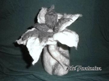Vase, Filzvase, gefilzte Blumenvase mit großer Blüte, umfilztes Glas, Wohndeko, Tischdekoration